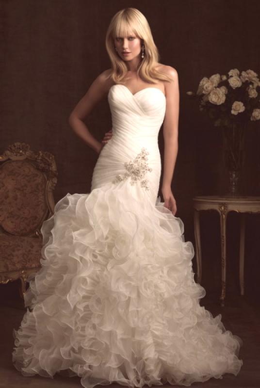 Koje Su Boje Vjenčanice 2019 Fotografije Haljine U Boji I